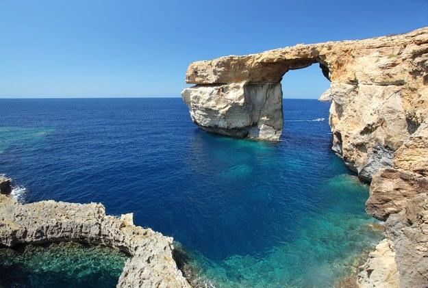 Słynny łuk na wyspie Gozo /123/RF PICSEL