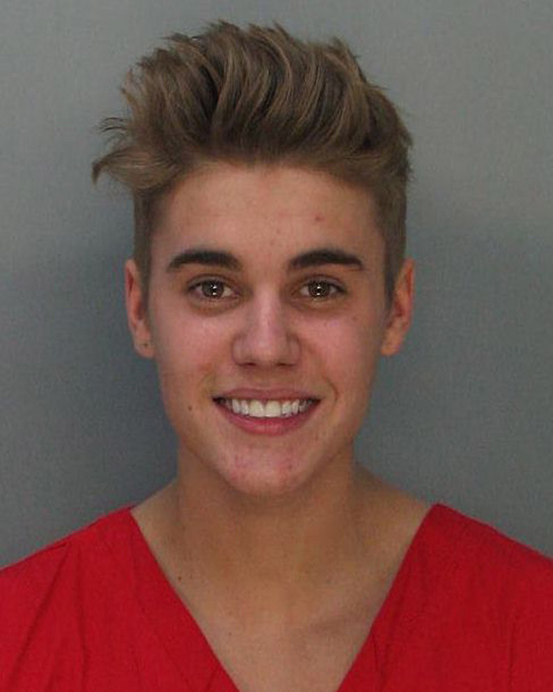Słynny zdjęcie uśmiechniętego Justina Biebera w areszcie /Handdout /Getty Images