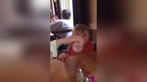 Smak soku tak go zaskoczył, że rozbawił wszystkich