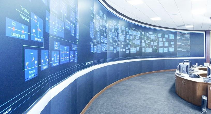 Smart grid jest zarządzane z takich centrali. Pracujące tam osoby mają błyskawiczny dostęp do wszystkich danych   Fot. ABB /materiały prasowe
