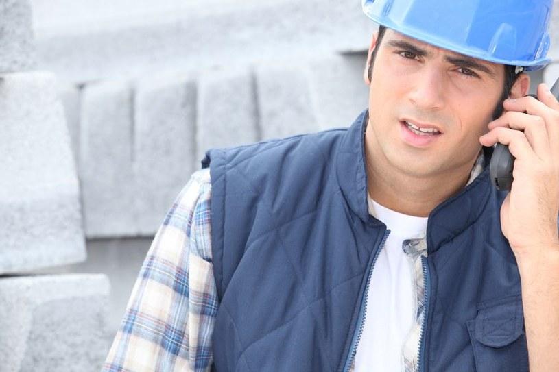 Smartfon dla budowlańców powinien wytrzymać wszelkie warunki ekstremalne. /123RF/PICSEL