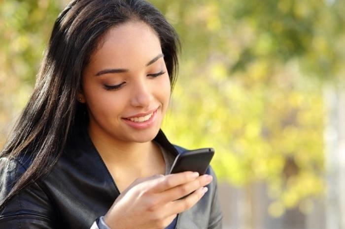 """Smartfon jest obecnie najbardziej """"osobistym"""" z używanych przez nas urządzeń - nie chcemy, aby zgromadzone na nim dane trafiły w złe ręce /123RF/PICSEL"""