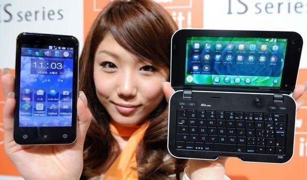 Smartfon  - wiele funkcji, ale i łatwo go zaatakować, niczym komputer /AFP