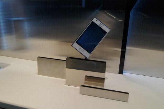 Smartfony LG na MWC 2012 przyciągały konsumentów /INTERIA.PL