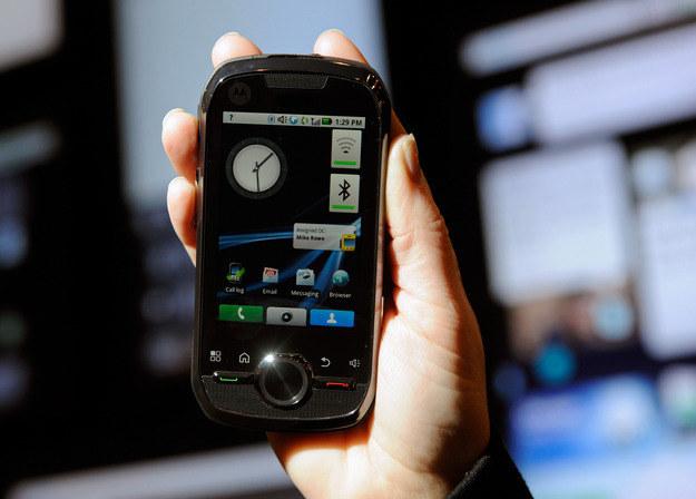 Smartfony - to już nie dodatek, ale szalenie wygodne urządzenie bez którego ciężko żyć /AFP