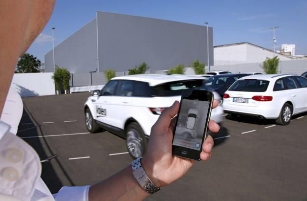 Smartofem wezwiamy auto, które samo wyjedzie z parkingu /
