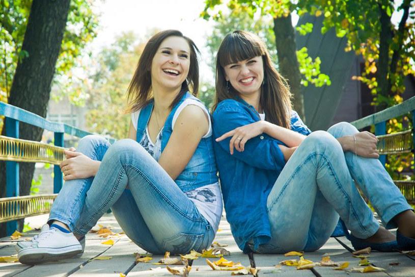 Śmiech poprawia nastrój i pozwala też spalać kalorie /123RF/PICSEL