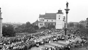 """Śmierć kardynała Stefana Wyszyńskiego. """"Ostatni królewski pogrzeb"""""""