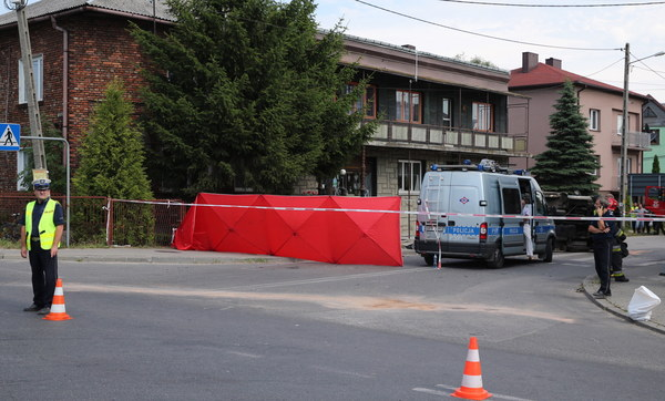 Ośmioletni chłopiec zginął na miejscu, jego matka zmarła mimo reanimacji.