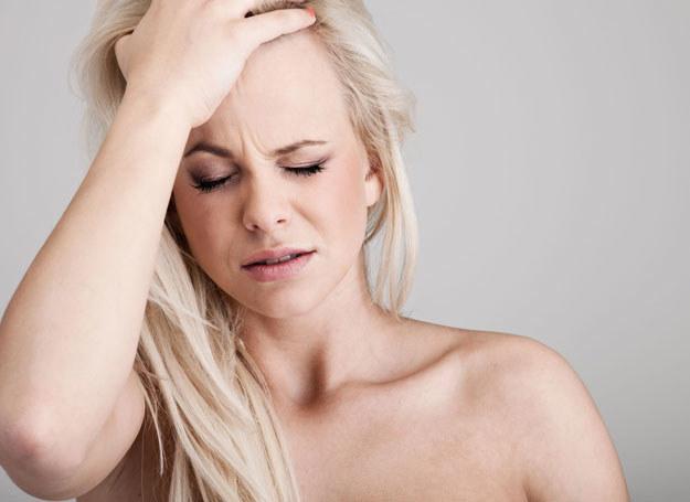 Smodzielny masaż może przynieść ulgę np. w przypadku bólu głowy /©123RF/PICSEL