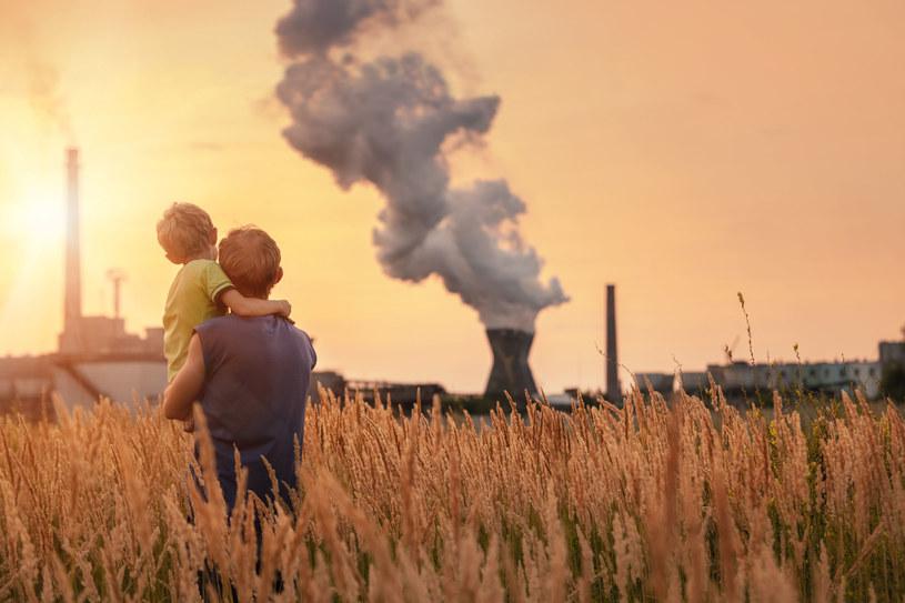 Smog jest bardzo niebezpieczny szczególnie dla dzieci /123RF/PICSEL