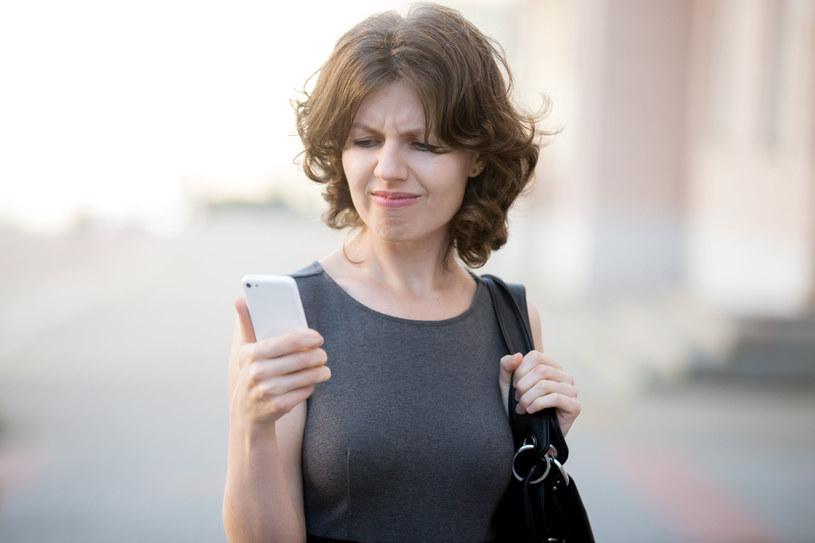SMS-owy spam to coś, z czym niektórzy muszą walczyć każdnego dnia. Jak można temu zaradzić? /©123RF/PICSEL