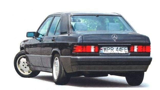 Smutna i niewyróżniająca się niczym linia nadwozia Mercedesa 190 ma swoich zwolenników. /Motor