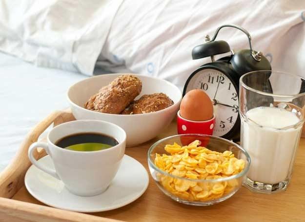 Śniadanie powinniśmy zjeść w ciągu godziny od przebudzenia /©123RF/PICSEL