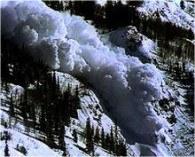 Śnieg może się obsuwać błyskawicznie /RMF