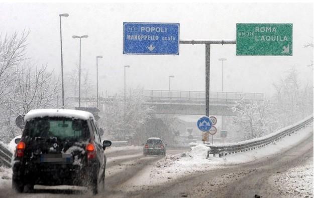Śnieg sparaliżował Włochy /PAP/EPA