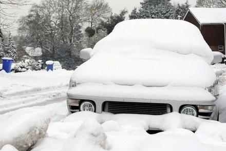 Śnieg znów sypie /AFP