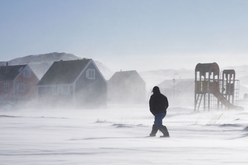Śniegu i lodu na Grenlandii nie ubywa, ale jest on coraz ciemniejszy /©123RF/PICSEL