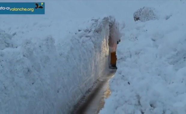 Śnieżny mur odciął francuską wioskę w Alpach. Zaspy mają 7 metrów wysokości