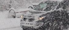 Śnieżyce i fatalne warunki na drogach na Podhalu. Auta lądowały na barierkach i w rowach