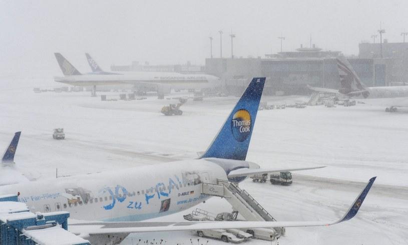 Śnieżyce sparaliżowały lotniska /PAP/EPA