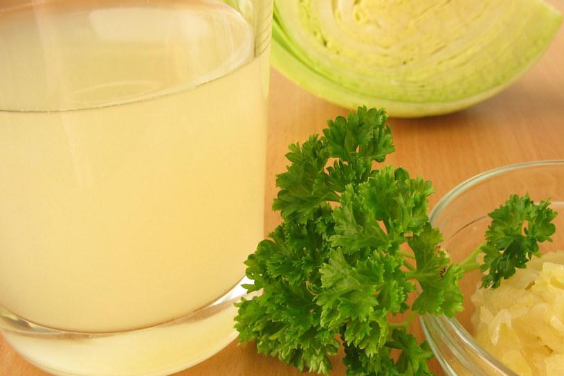 Sok z kiszonej kapusty pomoże na kłopotliwą dolegliwość /©123RF/PICSEL
