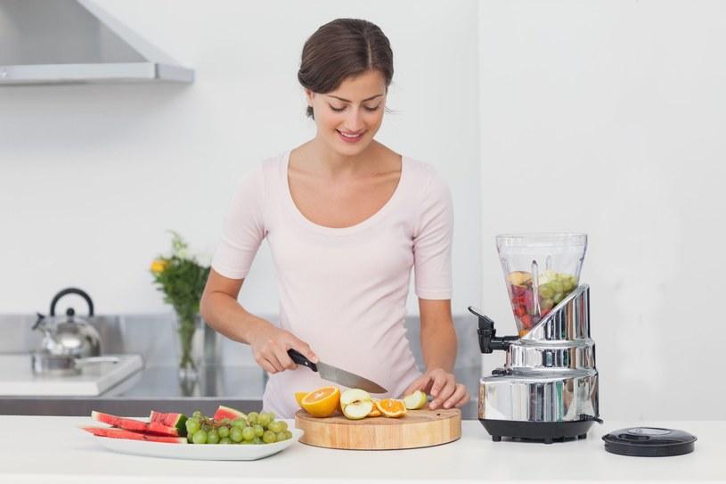 Soki pomogą ci ograniczyć nudności w ciąży /123RF/PICSEL