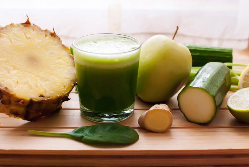 Soki z zielonych warzyw mają najlepsze działanie oczyszczające /123RF/PICSEL