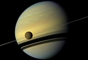 Sonda Cassini obserwuje pogodę na Tytanie