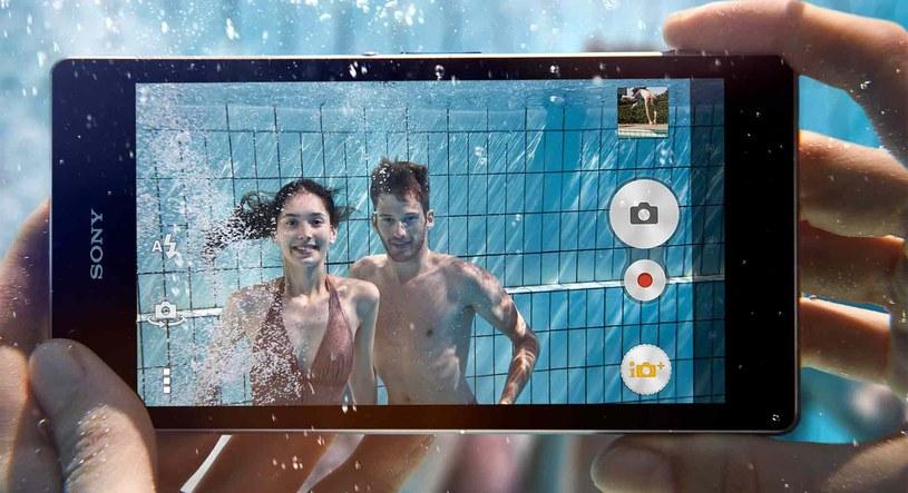 """Sony Xperia Z1 - to bez wątpienia jeden z najlepszych smartfonów tego roku. Ma """"słabsze momenty"""", ale wypada naprawdę dobrze /materiały prasowe"""