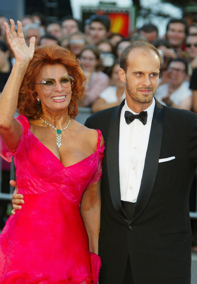 Sophia Loren i jej syn Edourdo Ponti na festiwalu w Wenecji (2002) /Pascal de Segretain /Getty Images