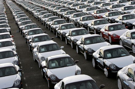 Spadek sprzedaży Porsche /AFP