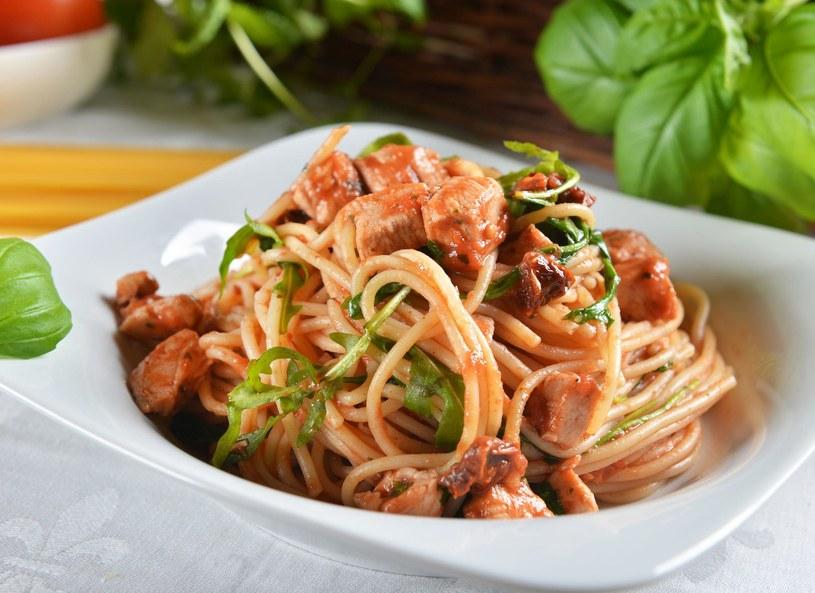 Spaghetti z indykiem /Picsel /©123RF/PICSEL