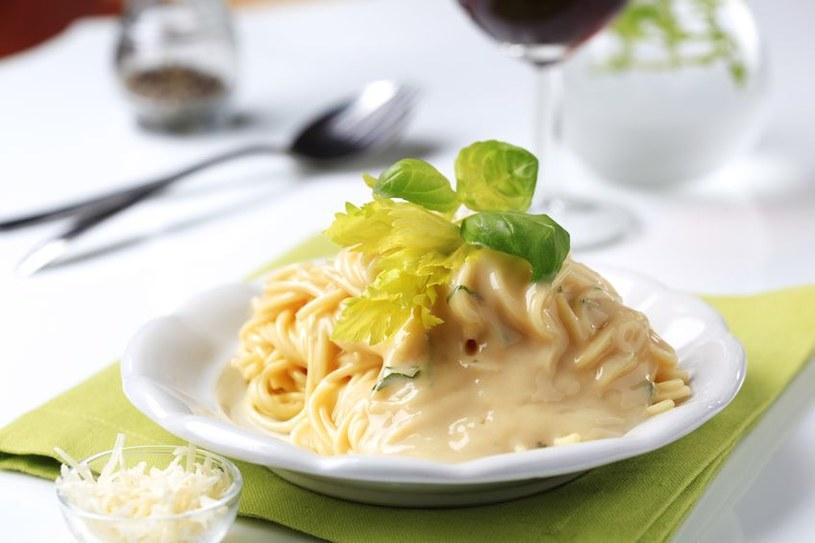 Spaghetti z sosem serowym /©123RF/PICSEL