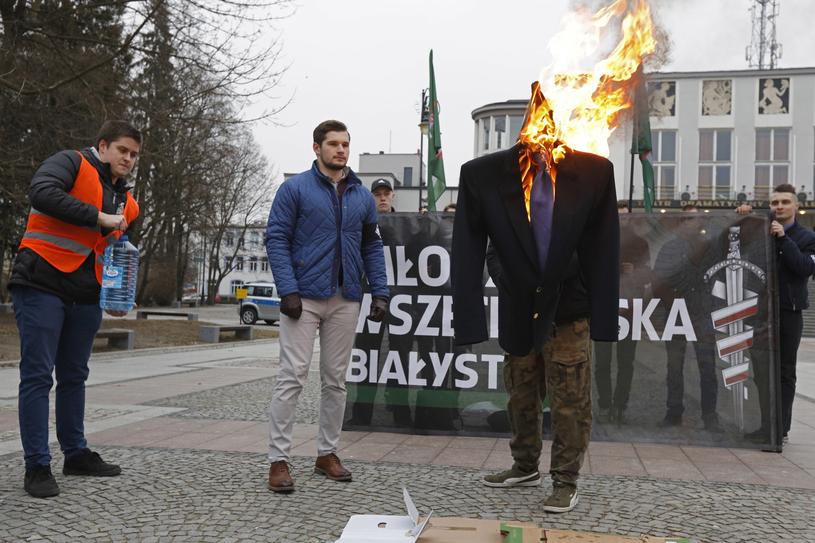 Spalenie kukły-marzanny z wizerunkiem posła Nowoczesnej Ryszarda Petru /Artur Reszko /PAP