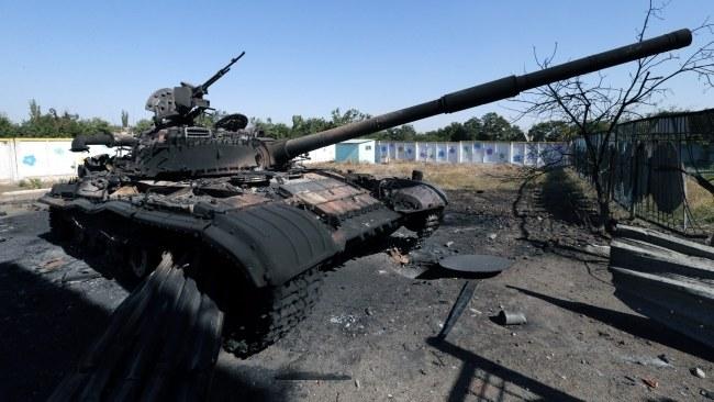 Spalony czołg w pobliżu Mariupola /PAP/EPA/ANATOLY MALTSEV  /PAP/EPA
