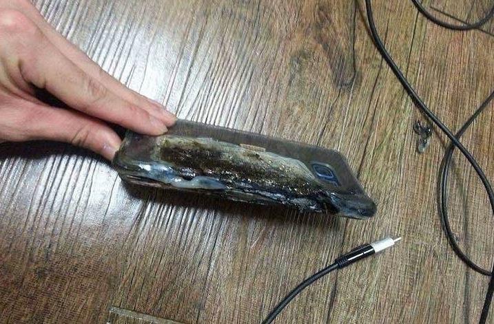 Spalony Samsung Galaxy Note 7. Zdjęcie jednego z poszkodowanych użytkowników, wrzucone na Instagrama /Internet