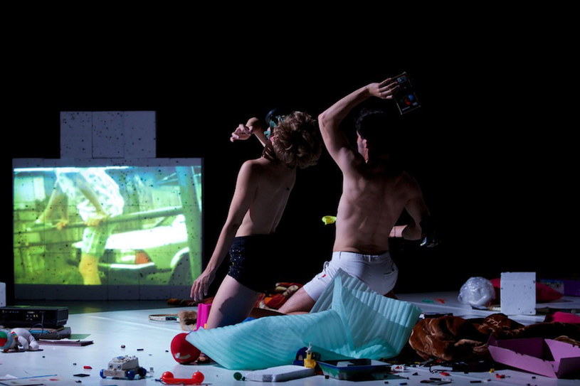 """Spektakl """"Ciało. Dziecko. Obiekt."""" /materiały prasowe"""