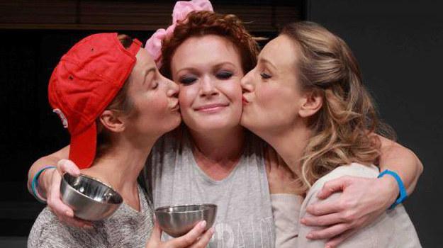 """""""Spektakl jest o przyjaźni trzech przyjaciółek na przestrzeni dwudziestu siedmiu lat, które się poznały na studiach. Czyli po prostu o Joasi, Małgosi i Darii"""" - powiedziała Daria Widawska. /Facebook/ Di, Viv i Rose /internet"""
