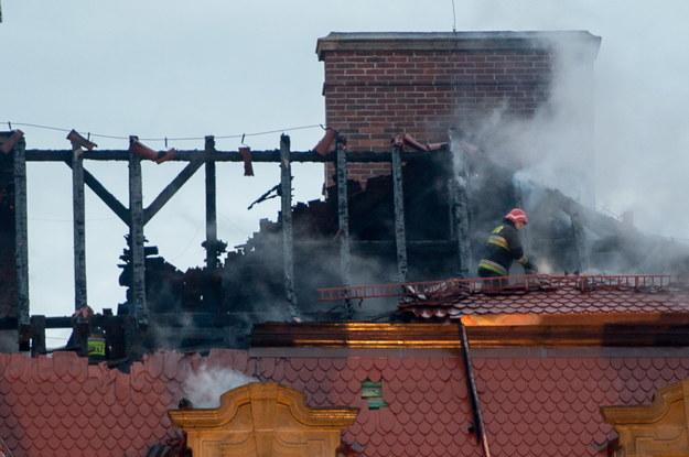 Spłonął m.in. dach zabytkowego zamku w Wałbrzychu /Maciej Kulczyński /PAP