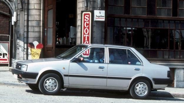 Spokojna, klasyczna linia trójbryłowego nadwozia. Ma ono współczynnik oporów powietrza 0,39. /Nissan