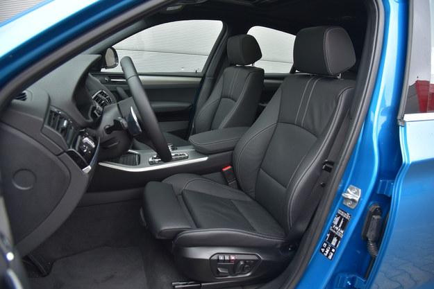 Sportowe fotele należą do wyposażenia seryjnego najmocniejszej odmiany X4. /Motor