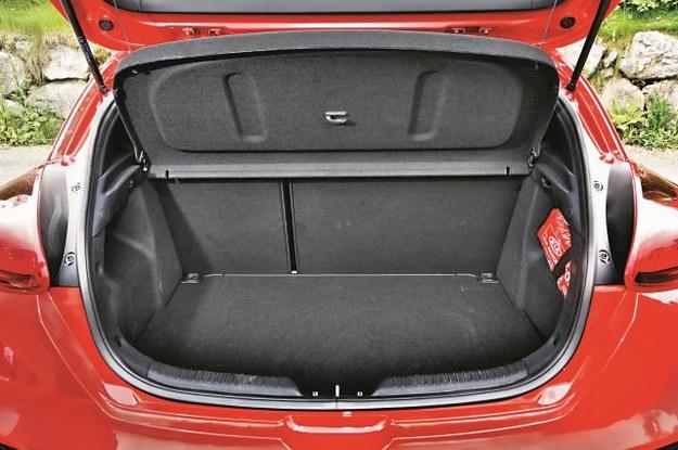 Spory bagażnik ma pojemność od 380 do 1225 l. Pod podłogą skrywa seryjne koło dojazdowe. /Mat. Prasowe
