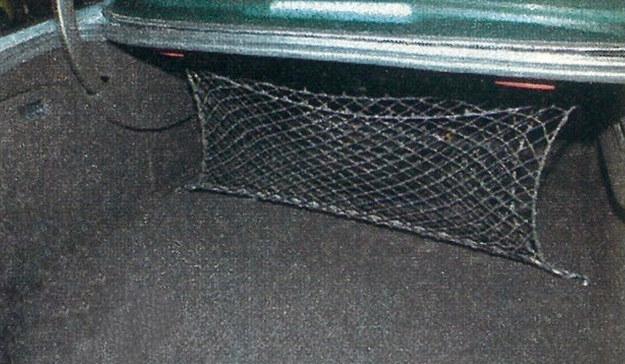 Spory bagażnik na pewno pomieści wszystkie pakunki, gdy Peugeotem przyjdzie wyjechać na zasłużony urlop. /Motor