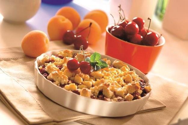 Sposób podania Deser serwujemy od razu po wyjęciu  z piekarnika. Najlepiej smakuje zdodatkiem lodów, bitej śmietany lub gęstego jogurtu naturalnego. /Arch. Bauer