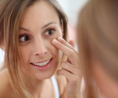 Sposoby na opuchnięte oczy