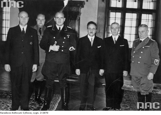 Spotkanie członków zarządu Banku Emisyjnego z niemieckim gubernatorem Hansem Frankiem (1940 r.) /Z archiwum Narodowego Archiwum Cyfrowego