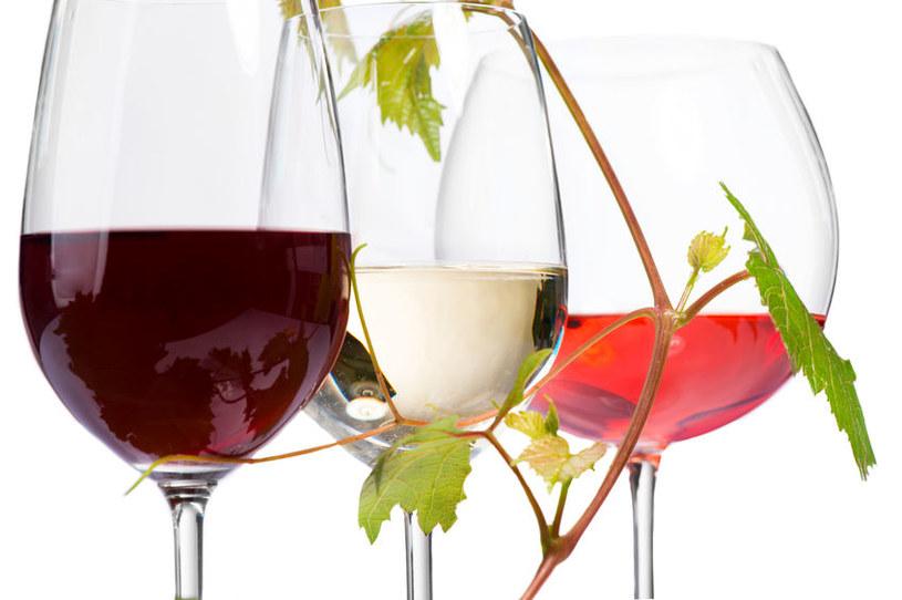 Spożywanie umiarkowanych ilości wina chroni, ale nie wszystkich... /©123RF/PICSEL