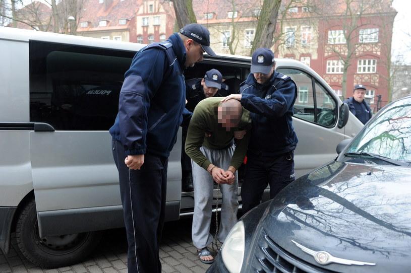 Sprawca wypadku w drodze na badania w Zakładzie Medycyny Sądowej w Szczecinie/ Marcin Bielecki /PAP