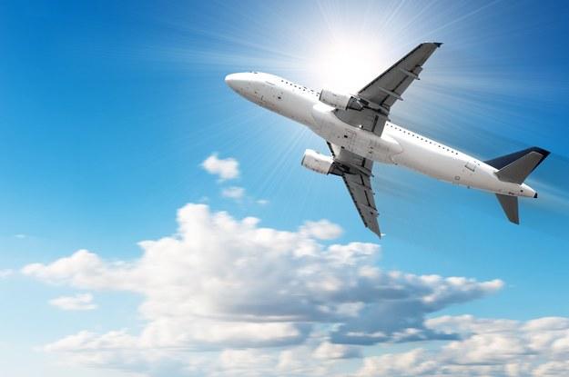 Sprawdź, czego nie możesz wnieść na pokład samolotu /123/RF PICSEL